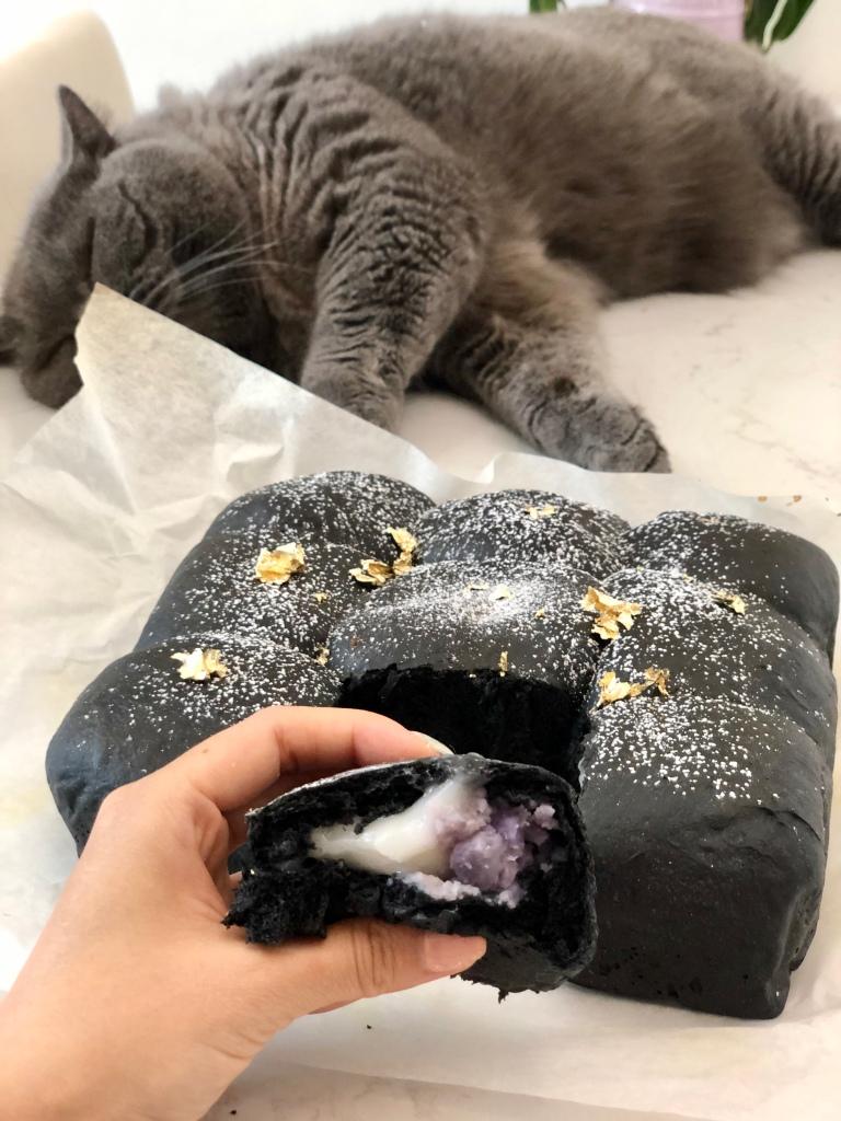 竹炭紫薯麻糬包