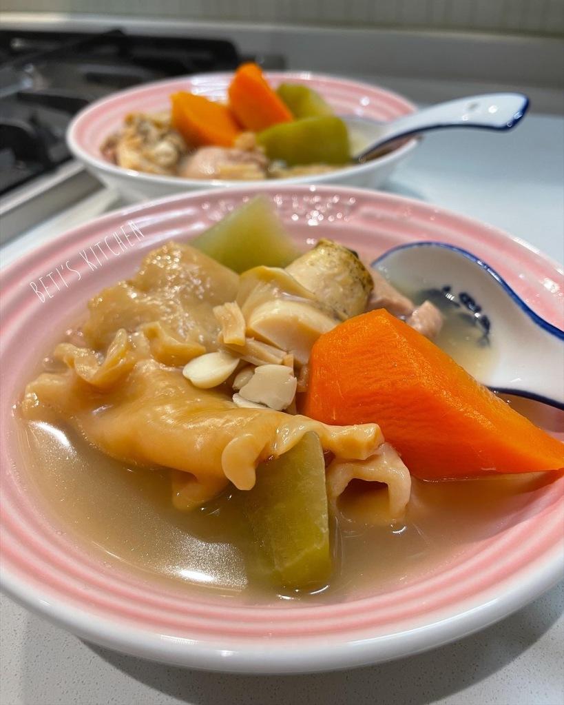 青紅蘿蔔螺頭鱈魚膠湯