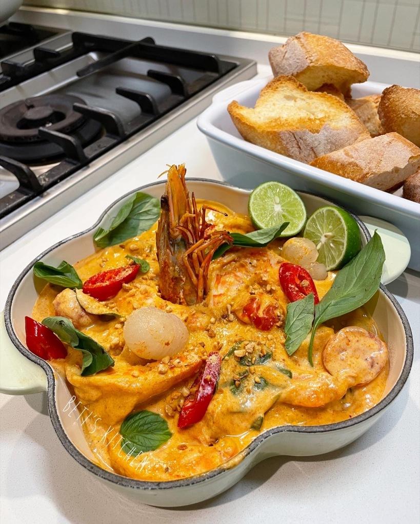 泰式紅咖喱虎蝦配龍眼肉