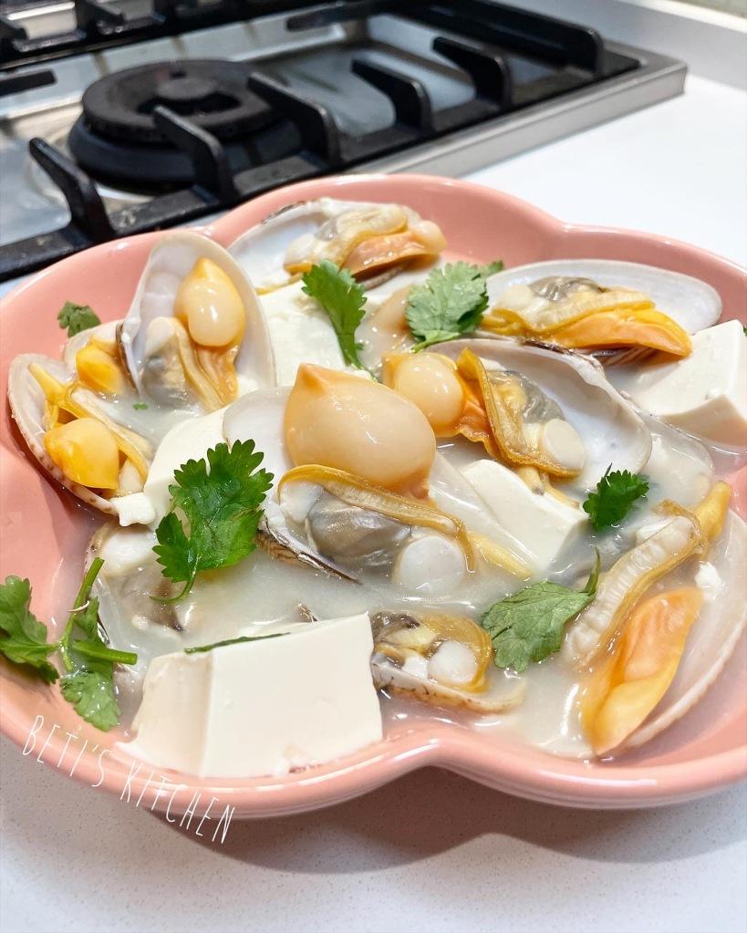 奶白魚湯豆腐浸花甲